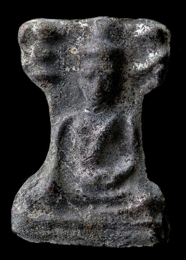 พระมเหศวร พิมพ์ใหญ่เศียรโต กรุวัดพระศรีรัตนมหาธาตุ สุพรรณบุรี No.131