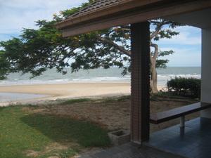 หลังบ้าน - ติดหาดทราย