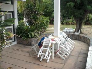 ระเบียงนั่งเล่นหน้าบ้าน ของบ้านหลังใหญ่
