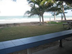 ระเบียงหน้าบ้าน ติดหาดทราย - ทะเล เต็ม ๆ
