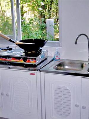 ห้องครัว มีเตาแก็ส กะทะ พร้อม
