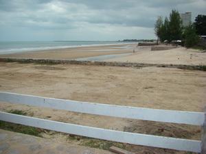 หาดทรายด้านขวามือ