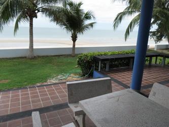 มองจากระเบียงบ้าน ไปหาดทราย