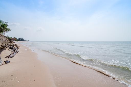 สัมผัสหาดทรายเพียงปลายนิ้ว