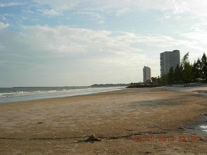 หาดทรายกว้างยาว