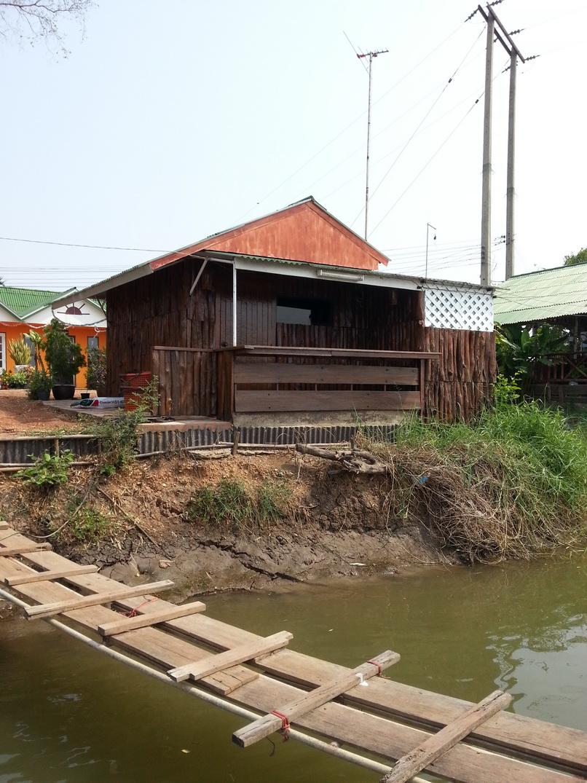 บ้านอัศดง-ติดแม่น้ำบางปะกง