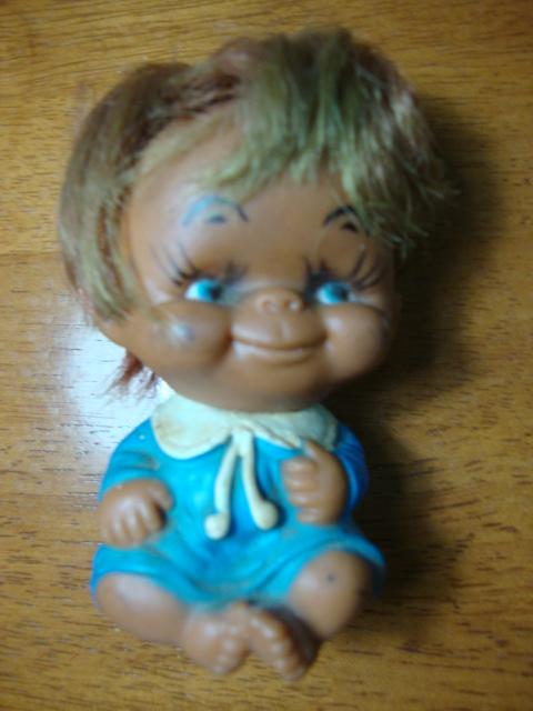 ตุ๊กตาเด็กยิ้มสีฟ้า