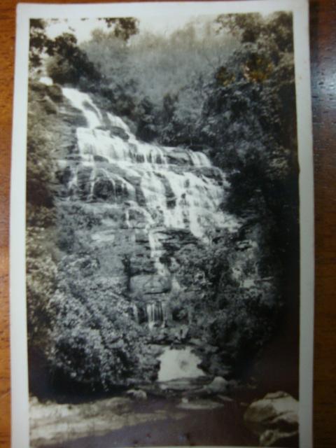 ภาพถ่ายขาวดำ น้ำตกแม่ยะ เชียงใหม่ พ.ศ.๒๕๐๑