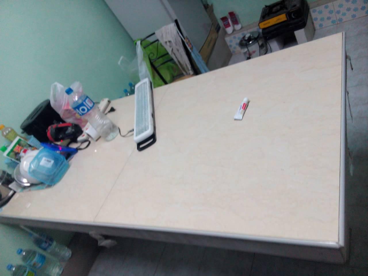 ทำโต๊ะทำกับขาว