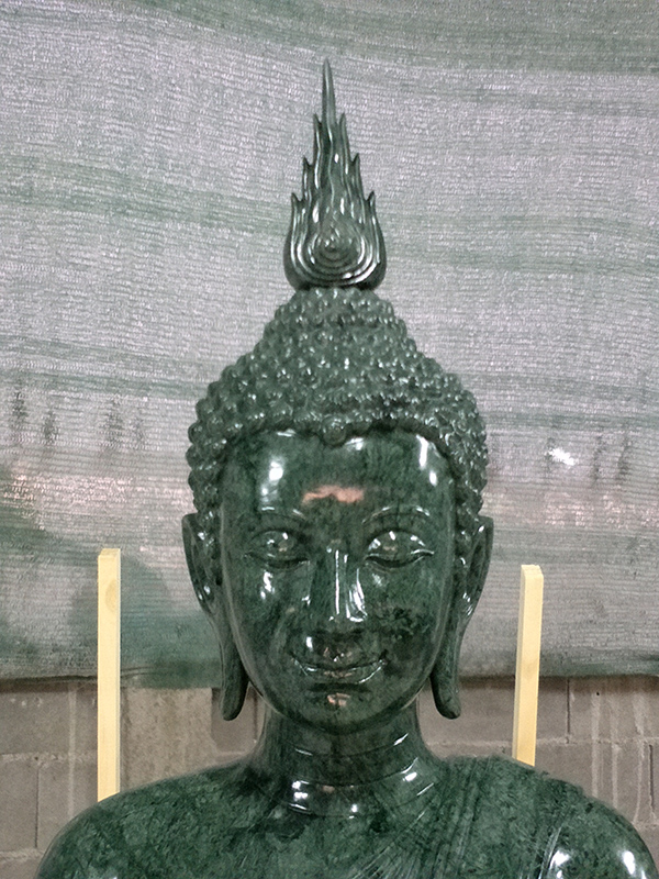 พระพุทธรูป (หินหยกเขียวอินเดีย)