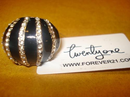 ฟอร์เอฟเวอร์21 แหวนหัวโตสีดำประดับเพชรแถว / Diamonds Black Egg Cocktail Ring