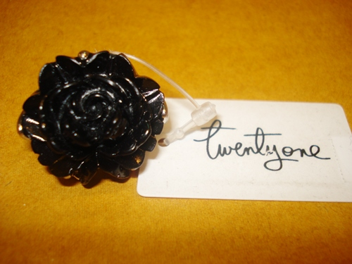 ฟอร์เอฟเวอร์21 แหวนหัวโตรูปกุหลาบดำ / Black Rose Dinner Ring