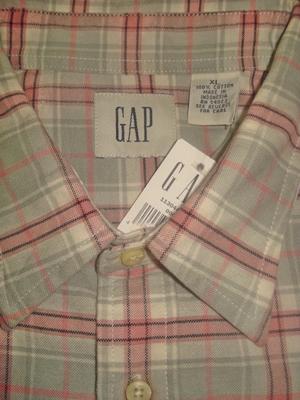 แก็พ เสื้อเชิ้ตผู้ชาย เสื้อเชิ้ตแขนสั้น ลายตารางสีเทา-ชมพู มีกระเป๋า /  Gray and Pink Plaid Short Sleeves Shirt  Size XL