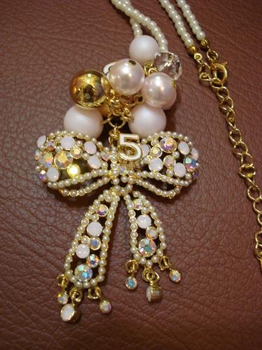 สร้อยคอไข่มุกยาว จี้รูปโบว์ประดับคริสตัล มุก โลโก้ชาแนล Chanel Crystal Bow necklace