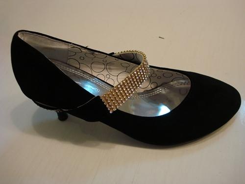 รองเท้ากำมะหยี่คาดเพชรแต่งส้นเก๋ / Crystal Strap Black Velvet Shoes