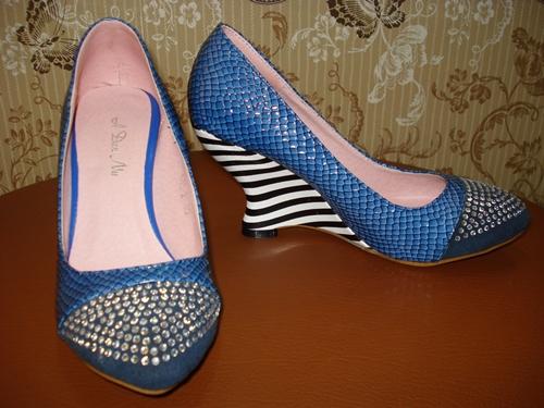 รองเท้าหนังงูแต่งเพชรส้นเก๋ / Crystals for Snake Shoes