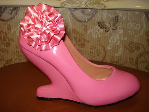 รองเท้าส้นเก๋ แต่งคลิปดอกไม้สีชมพูสด / Pink Flower Clip Stacked Heels