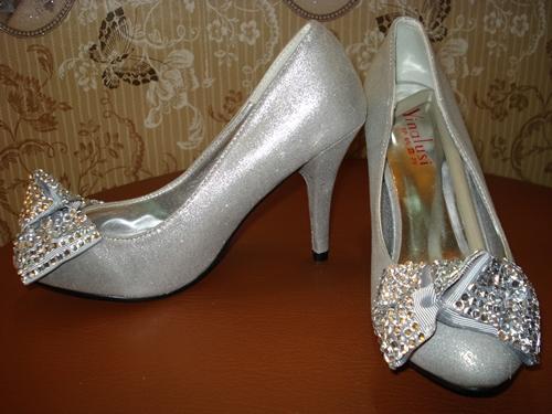 รองเท้าส้นสูงประกายเงินโบว์เพชร / Sparking Diamond High-heels Shoes
