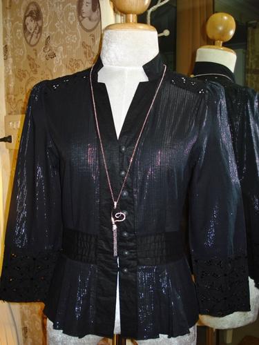 มอสชิโน เสื้อฉลุลายดอกไม้สีดำแวววาว  New Black Blouse size 4