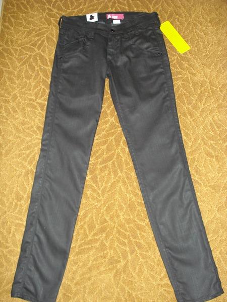 เอชแอนด์เอ็ม ยีนส์ขาเดฟสีดำ ผ้าดี แต่งกระเป๋า / Black Fit Sqin -Leg Slim -Waist Low Jeans  size 26