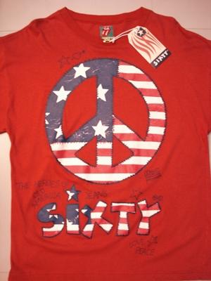 ซิกส์ตี้ เสื้อยืดทีเชิ้ตสีแดง สกรีนรูปสัญลักษณ์ของสันติภาพลายธงชาติอเมริกาและชื่อยี่ห้อ / Sixty the Heroes of Old America Jeans Love Peace  size S