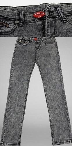 กางเกงยีนส์สีดำฟอกซีด เก๋ที่กระดุมหน้าเป็นรูปริมฝีปากแดง ขาไม่ฟิตมากใส่สบายๆ Red Lip Skinny Jeans  size M