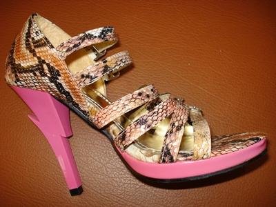 รองเท้าส้นสูงเสริมด้านหน้า ลายหนังงูสีน้ำตาลชมพู ส้นสีชมพูลายสายฟ้าเก๋สุดๆ แบรนด์เกาหลีค่ะ / Pink Snake Pattern Platform Shoes