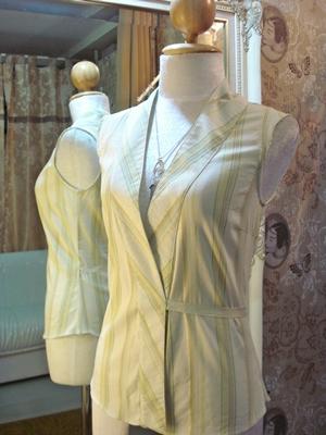 ซาร่า เสื้อแขนกุด คอวีป้าย ลายทางสีเขียวอ่อนแทรกดิ้นทอง / Basic Sleeveless Wrap Shirt size XS