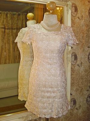 เดรสสั้น เดรสใส่ออกงาน ผ้าลูกไม้นำเข้าอย่างดีทั้งตัวลายดอกกุหลาบสีชมพูอ่อน พร้อมเดรสชั้นในแยกชิ้น / Roses Lace Dress size S