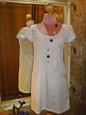 เอฟโอเอฟ เดรสสั้นผ้าคอตต้อนสีขาวแบบเรียบ คอกว้าง ตัดต่อใต้อก มีกระเป๋าข้างสะโพก size L