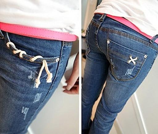 กางเกงยีนส์ขายาวสีบลูยีนส์ฟอกสะกิดรุ่ยนิดๆ  ตกแต่งเชือกบริเวณกระเป๋า size L