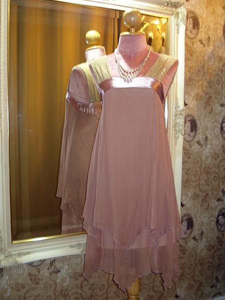 คริสเตียน ดิออร์ เดรสสั้นใส่ออกงาน ผ้าซิลค์ชีฟองอัดย่นเยื่อไม้สีชมพูกะปิ สายบ่าผ้าลูกไม้ประดับเลื่อม size S