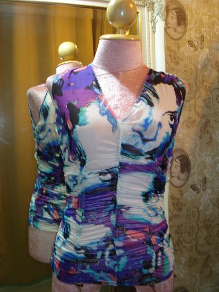 ไดแอน วอน เฟอร์สเตนเบิร์ก เสื้อแขนกุดคอวี ผ้าซิลค์ชีฟองลายสีโทนฟ้าม่วง size 2