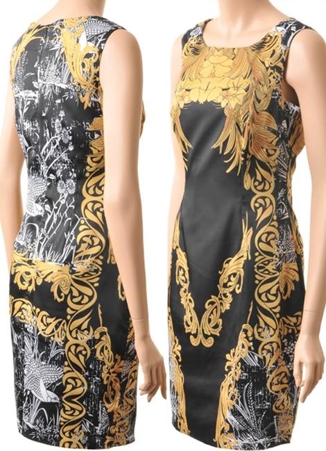 คาเรน มิลเลน เดรสใส่ออกงานแขนกุดสีดำพิมพ์ลายดอกไม้สีเหลืองทองกับนกขาว Gold Flowers and Phoenix Printed Dress  มีพร้อมส่ง size UK12