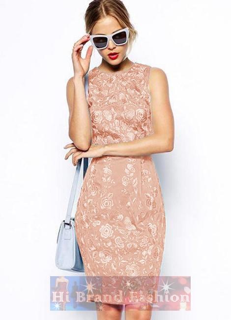 เอซอส/โคสท์ เดรสหรูออกงานแขนกุด ผ้าซาตินสีชมพูอ่อนพีชปักลายดอกไม้ด้านหน้าอย่างประณีต สีหวานๆ งานเนี๊ยบๆ ค่ะ 14129 Premium Wiggle Dress with Pink Floral Embroidery Dress พร้อมส่งครบ 5 ไซส์ค่ะ