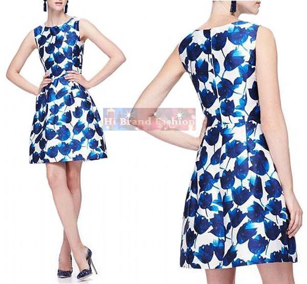 ออสการ์ เดอ ลา เรนต้า เดรสใส่ออกงานแขนกุด ทรง A ผ้าเครปซาตินสีขาวพิมพ์ลายดอกทิวลิปสีครามละลานตาสดชื่น มีกระเป๋าล้วงข้างหน้าด้วยค่ะ KC893 Blue Tulip Print  Dress พร้อมส่งครบ 5 ไซส์ค่ะ