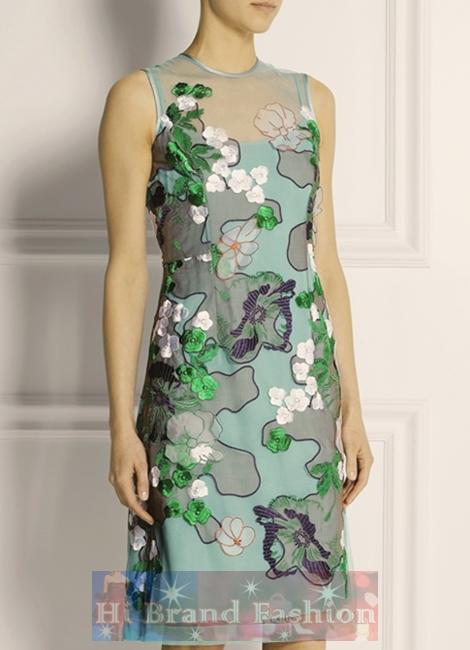 โจนาธาน ซอนเดอร์ส/คาเรน มิลเลน เดรสหรูออกงาน ผ้าแก้วซีทรูสีเขียวมิ้นท์ปักลายดอกไม้ใหญ่หลายสีอย่างประณีตทั้งตัวเย็บติดชุดซับในสายเดี่ยวสีเขียวอ่อนจาง Mint Green Stephanie Embroidered Tulle Dress พร้อมส่ง 3 ไซส์ค่ะ uk12 กับ uk16