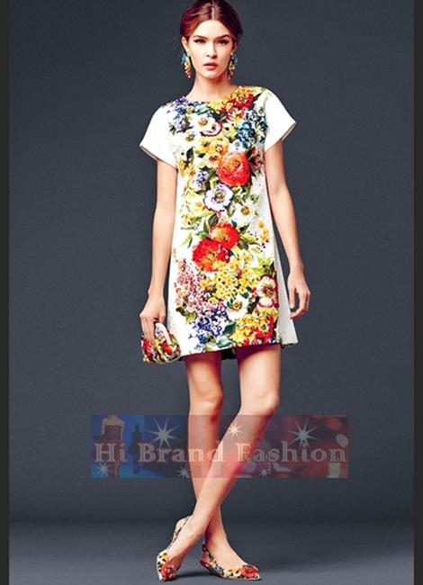 ดีแอนด์จี/โดลเช่ แอนด์ แกบาน่า เดรสแซคทรง A แขนสั้น ผ้าแจ็คการ์ดปั๊มนูนสีขาวพิมพ์รูปดอกไม้หลายหลากสีตรงกลาง 6981 Floral Print Short Sleeves Jacquard Dress พร้อมส่ง 3 ไซส์ค่ะ 36 38 40