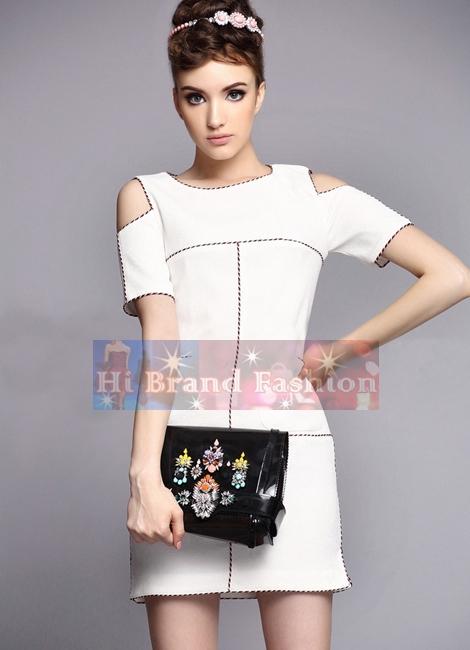 ชุดเดรสสั้นใส่ออกงานมีแขน สาว CEO working woman ใส่ทำงานออฟฟิศ ผ้าเครปย่นริ้วในตัวสีขาวกุ๊นขอบแต่งลายสีขาวแดงน้ำเงิน ตัดไหล่ ดีไซน์เก๋สไตล์ชาแนล 6803 Chanel 2014 Autumn Summer Shoulder Cutting White Dress พร้อมส่ง 2 ไซส์ S กับ M