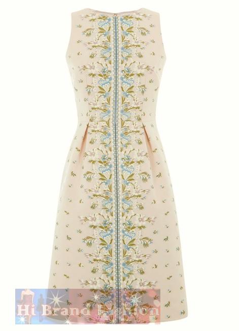 ฮอบส์/คาเรน มิลเลน เดรสหรูออกงานแขนกุด ผ้าเนื้อเนียนบางสีนู้ด ปักลายดอกไม้ในโทนสีหวานๆ อย่างประณีตงดงามทั้งหน้าและหลัง เลือกใส่ในวันที่โรแมนติกน่าประทับใจ 14071 Floral Embroidery Dress พร้อมส่ง 3 ไซส์ค่ะ uk12  uk14 และ uk16