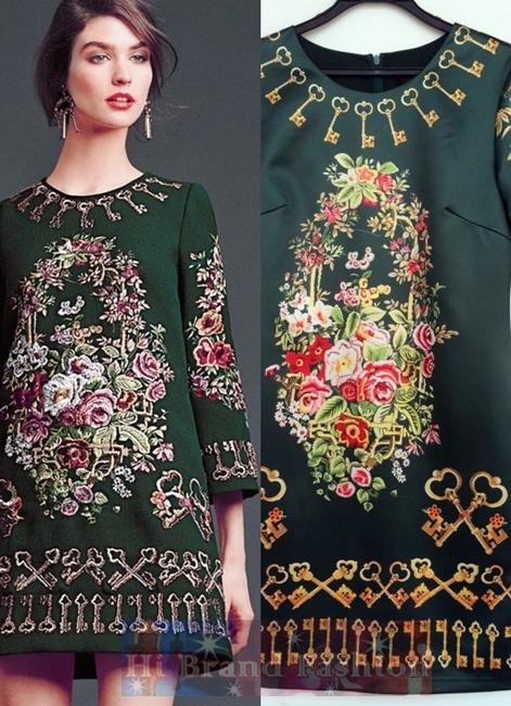 ดีแอนด์จี/โดลเช่ แอนด์ แกบาน่า เดรสใส่ออกงานทรง A แขนยาว ผ้าซาตินสีเขียวเข้มพิมพ์ลายรูปดอกไม้วาดและดอกกุญแจ โทนสีสวยคลาสสิควินเทจ จาก collection 2014 Fall Autumn Winter 745 Top Style Floral and Key Print Dress พร้อมส่งครบทุกไซส์ค่ะ