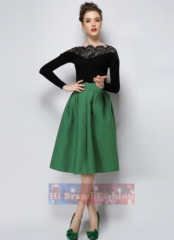 ชุดเซ็ท 2 ชิ้น เสื้อยืดแต่งลูกไม้แขนยาวกับกระโปรงสีเขียวทรงสุ่มบานยาวคลุมเข่า Black Long Sleeves Slim Tee and Green Flared Skirt พร้อมส่ง 3 ไซส์ S M L