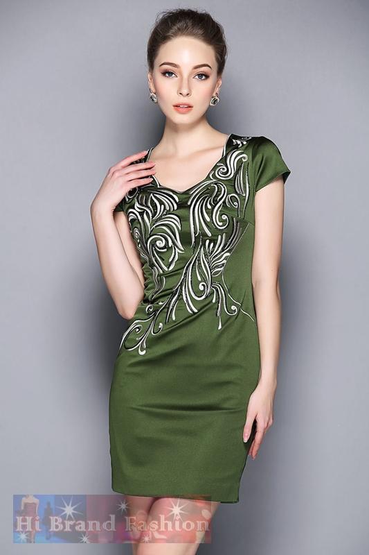 มาร์โคเบอร์  เดรสใส่ออกงาน เดรสสาว CEO working woman ใส่ทำงาน เดรสแขนสั้น คอหยักโค้ง ผ้าซาตินสแปนเด็กซ์สีเขียวขี้ม้าปักลายประดับเลื่อมหรู Green Sequins Heavy Embroidered Dress พร้อมส่งครบ 5 ไซส์ค่ะ