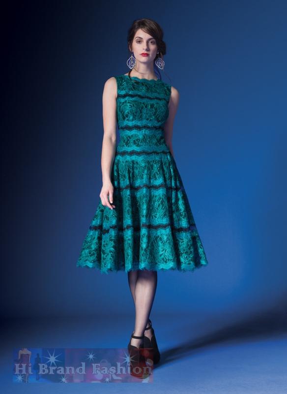 เดรสหรูออกงานแขนกุดกระโปรงบาน ผ้าลูกไม้มันเงาเชิงกรุยกรายสีเขียวเข้มเย็บติดผ้าพื้นตาข่ายยืดสีดำ ยาวคลุมเข่า Green and Black Two-Tone Lace A-line Dress  พร้อมส่ง 4 ไซส์ uk10 uk12 uk14 และ uk16