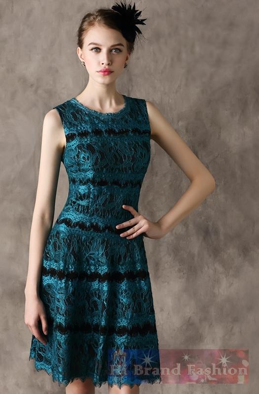 เดรสหรูออกงานแขนกุดกระโปรงบาน ผ้าลูกไม้มันเงาเชิงกรุยกรายสีเขียวเข้มเย็บติดผ้าพื้นตาข่ายยืดสีดำ ยาวคลุมเข่า Green and Black Two-Tone Lace A-line Dress  พร้อมส่ง 3 ไซส์ uk10 uk12 uk14
