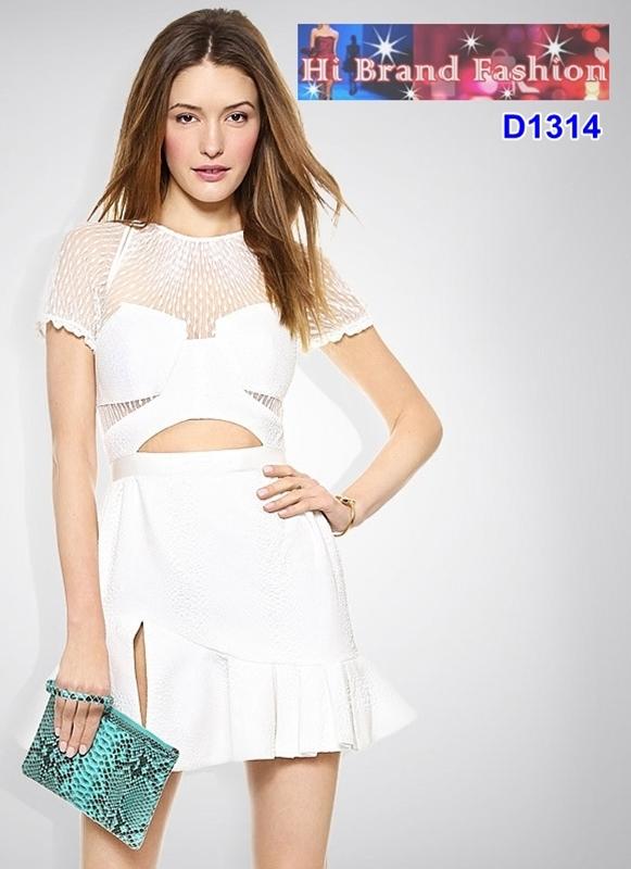 เดรสสั้นสีขาวผ้าอัดลายปั๊มนูนผสานโปร่งซีทรู เสริมอกฟองน้ำเซ็กซี่เบาๆ size S