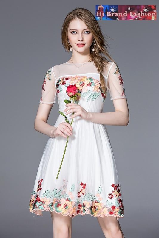 เดรสบุหงาสีขาวนู้ดปักลายดอกไม้ใหญ่ แขนสั้น กระโปรงบานพร้อมซับในประกายซ้อน S M L XL