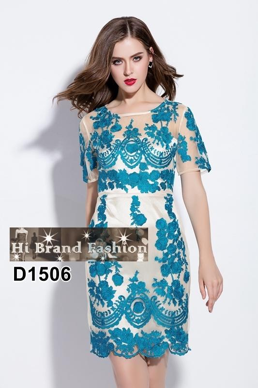 เดรสผ้าบุหงาสีครีมปักลายดอกกุหลาบสีฟ้าเข้มสดใส ตบแต่งปักดอกลอยสามมิติสวยหรู M L