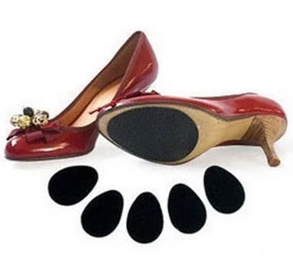 แผ่นกันลื่นสำหรับรองเท้า (150บาท/2 คู่)