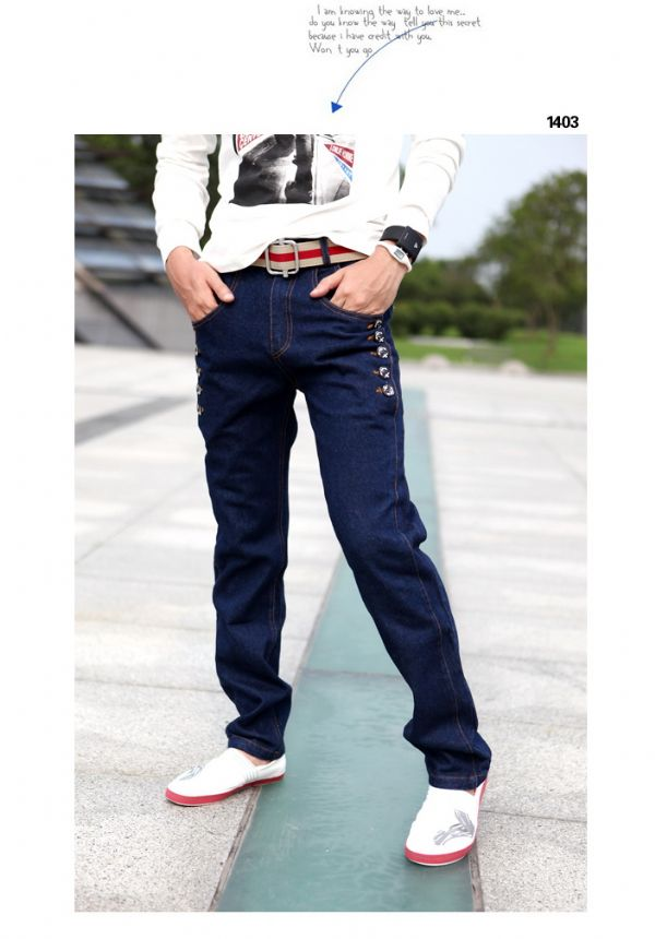 เสื้อผ้าผู้ชาย : กางเกงยีนส์กระเป๋าข้างแต่งกระดุม 2 ข้าง